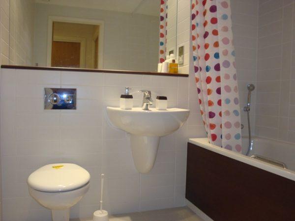 127 Echo 24 Bathroom